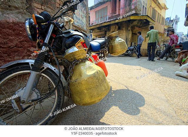 MIlkman's bike parked outside a shop at Bundi
