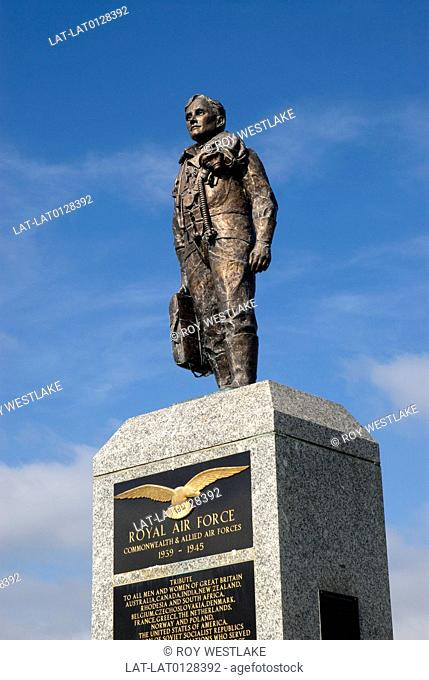 The RAF Piolots monument on Plymouth Hoe in Devon,commemorates the bravery of the fighter pilots and other airmen of World War 1 and 2