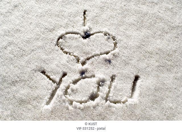 I love you - Ich liebe dich - mit den Finger in den Schnee geschrieben - 20/03/2006