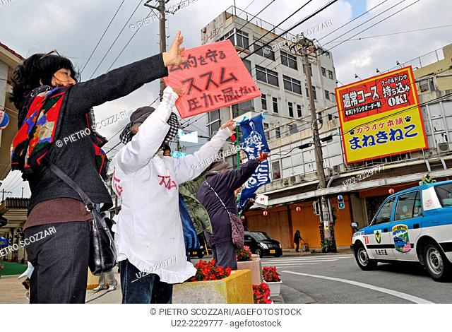 Nago, Okinawa, Japan: people during the political campaign for the re-election of Susumu Inamine as Nago's mayor, Mr. Inamine is struggling against the...