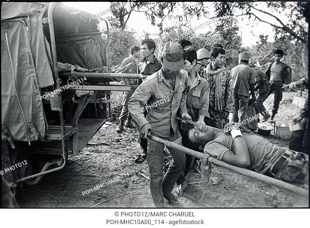Evacuation of an injured soldier during the Mei Ba Roum Chei operation launched against the Red Khmers on the river Bassac November 1974