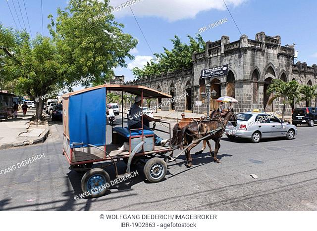 Mercado Viejo building, the ancient Spanish trading house today serves as a center of local handicrafts, colonial architecture, Masaya, Nicaragua