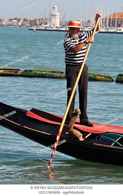 Venezia (Italy): gondoliere at work along Canale di San Marco
