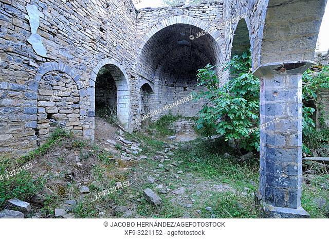 Ruins of the romanesque church of San Juan Bautista. Larrosa. Pirineos mountains. Huesca province. Aragón. Spain