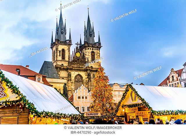 Tyn Cathedral, Christmas market, Old Town Square, Prague, Czech Republic