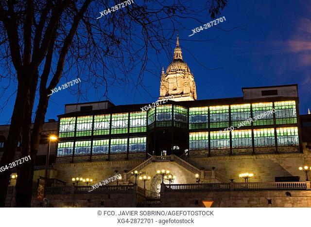 Casa Lis, Museo de Art Nouveau y Art Decó, y Torre de la Catedral Nueva. Salamanca. Castilla-León. España. Europa