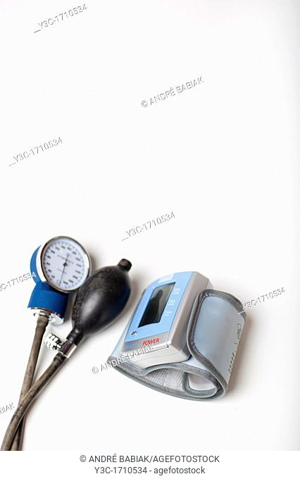Home and professional sphygmomanometer blood pressure measuring devices