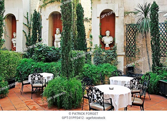 VERDANT PATIO, INTERIOR GARDEN, CROWNE PLAZA HOTEL, PLACE DU CAPITOLE, TOULOUSE, HAUTE-GARONNE 31, FRANCE