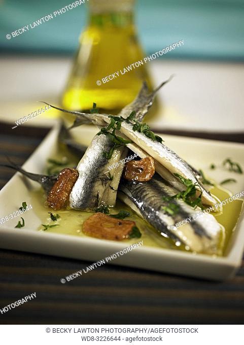 platillo de anchoas al vino blanco / anchovies in white wine
