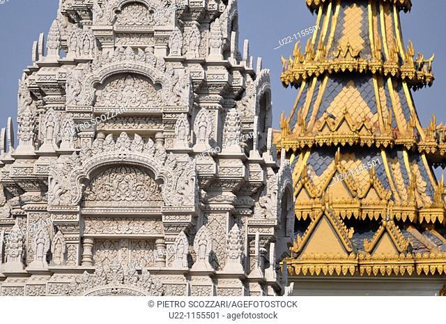 Phnom Penh (Cambodia): Buddhist architecture at the Royal Palace