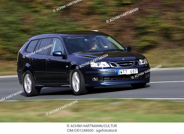 Saab 9-3 2.8 Turbo V6, model year 2005-, blue, Break, driving, diagonal from the front, frontal view, side view, country road