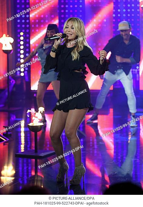 24 October 2018, Saxony, Leipzig: The Italian pop singer Rosanna Rocci is on stage at the television recording of the big New Year's Eve party of the...
