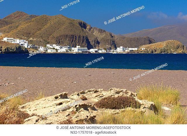 Playa del Arco beach, Los Escullos, Isleta del Moro in background, Cabo de Gata-Nijar Natural Park, Almeria province, Andalusia, Spain