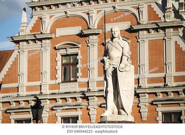Statue Of Roland At The Town Hall Square On The Background Of The House Of Blackheads In Riga, Latvia. Sunny Summer Day With Blue Sky. Famous Landmark