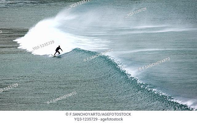Surfing, Oriñón, Castro Urdiales, Cantabria
