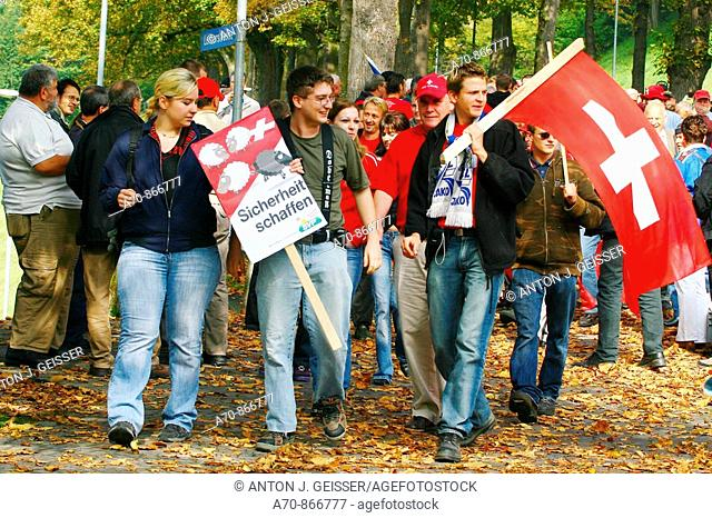 SVP demonstration in Bern before October 21 parliamentary election: demonstrators from Central Switzerland (october 6, 2006)
