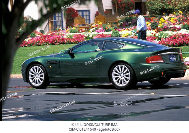 Car, Aston Martin Vanquish, roadster, coupe/Coupe, model year 2001-, green, FGUJ, standing, upholding, diagonal from the back, rear view, side view, City