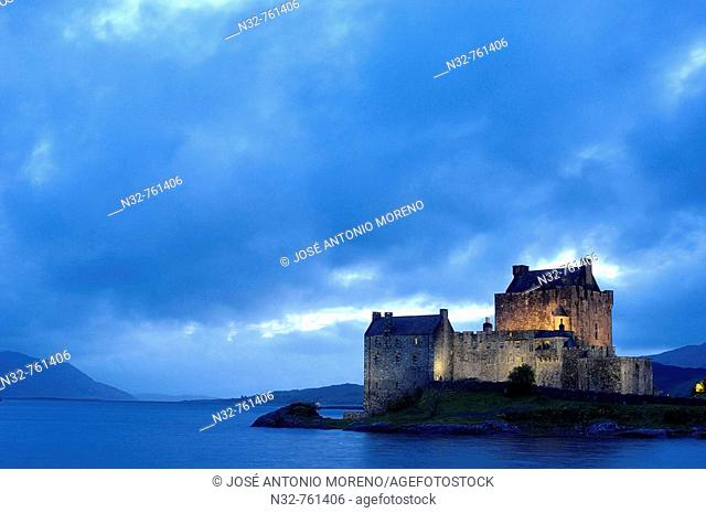 Eilean Donan castle and Loch Duich at Dusk  Dornie  Highlands Region, Scotland, UK