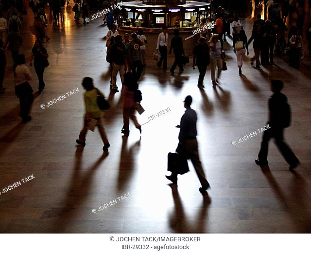 USA, United States of America, New York City: People in the main hall of the Grand Central Station
