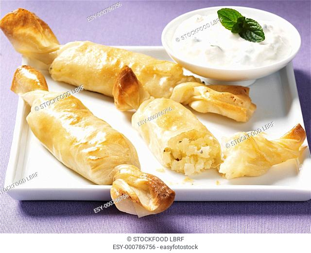 Cheese-filled strudel pastry crackers with yoghurt dip