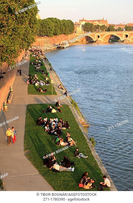 France, Midi-Pyrénées, Toulouse, Garonne River, people, leisure