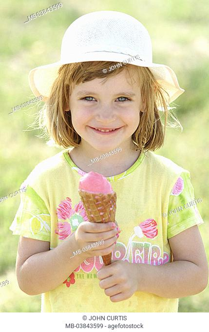 Girls, cheerfully, ice, sunhat, eat portrait, people child-portrait child 5-10 years childhood, long-haired, blond, gaze camera, smiles, happily, hat, headgear