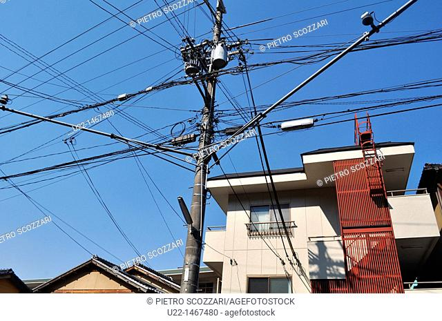Kyoto (Japan): electric wires mess in the city centre