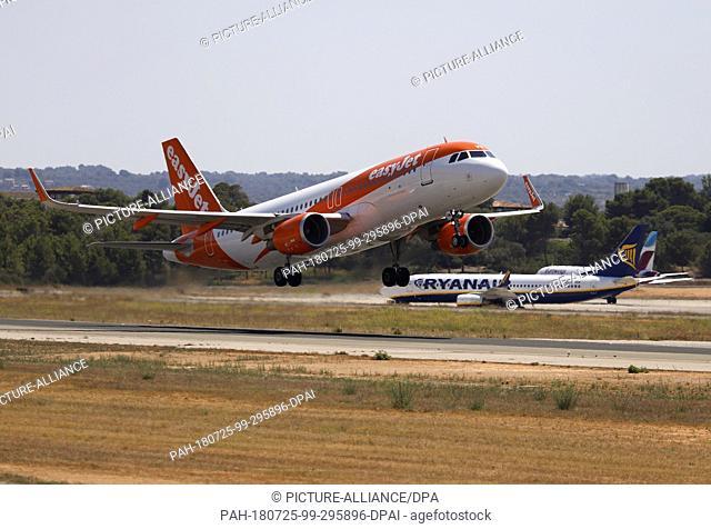 25 July 2018, Spain, Palma de Mallorca: An easyJet aircraft takes off from the airport. Photo: Clara Margais/dpa. - Palma/Mallorca/Spain
