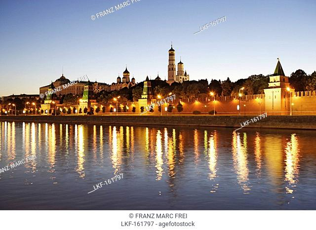 Moskva river and the Moscow Kremlin in the evening, Moscow, Russia