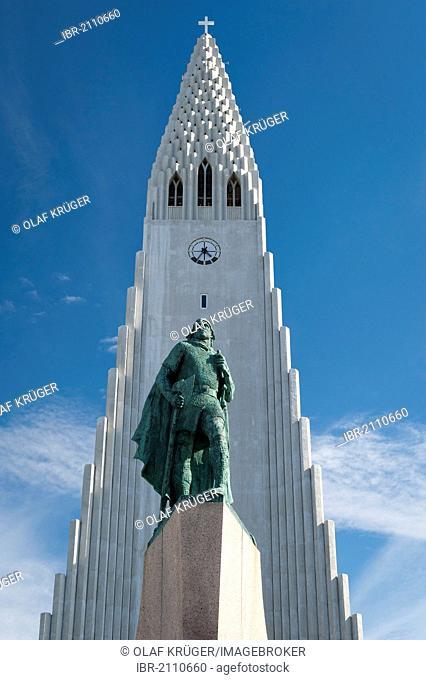 Monument to Leif Ericson, also known as Leifur Eiríksson, an explorer who discovered America, Hallgrimskirkja church, church of Hallgrímur