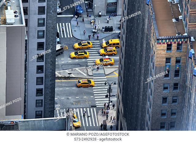 Yellow cabs on Fifht Avenue from the Empire State building, Manhattan, New York, USA