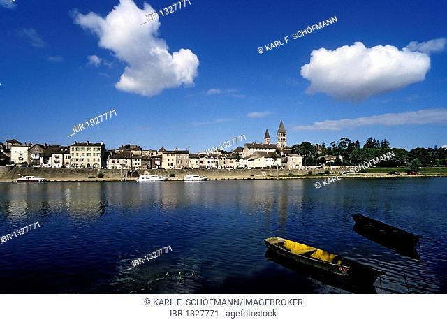 Tournus on the bank of the Saône River, cityscape, Burgundy, Saône et Loire, France, Europe