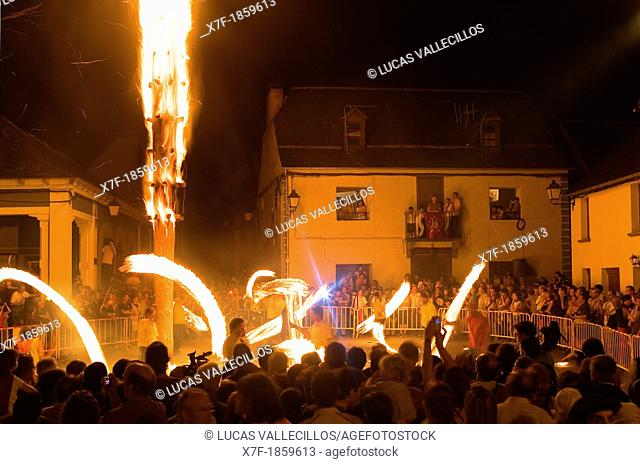 Les  Haro's party  Trunk of fir of approximately 11 meters of length  Every year, the wake of San Juan, June 23, burns the Haro in the main square of the...