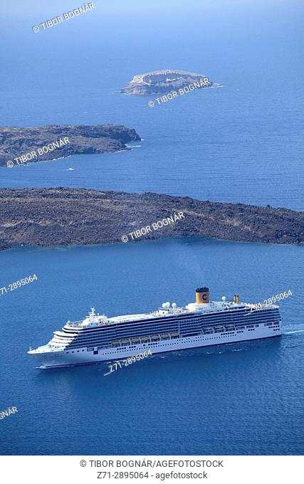 Greece, Cyclades, Santorini, cruise ship