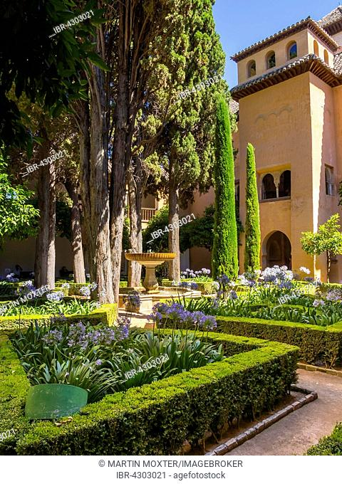 Lindarajahof, with gardens and fountains, Alhambra, UNESCO World Heritage Site, Granada province, Spain, Europe