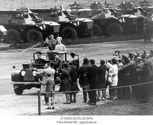 Queen Elizabeth II. and her husband Prince Philip inspect British troops in Sennelager on 26 May 1965. | usage worldwide