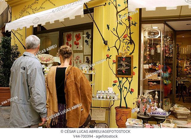 Le Coptoir des Parfums, Rue Jean Ossola, Grasse. Cote d'Azur, France