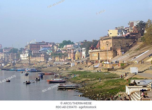 Raja Ghat, river Ganges, Varanasi, Benares, Uttar Pradesh, India