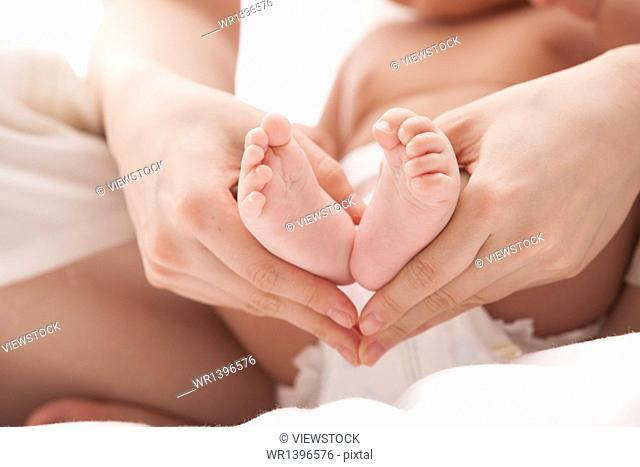 Mom grabbed the child's feet