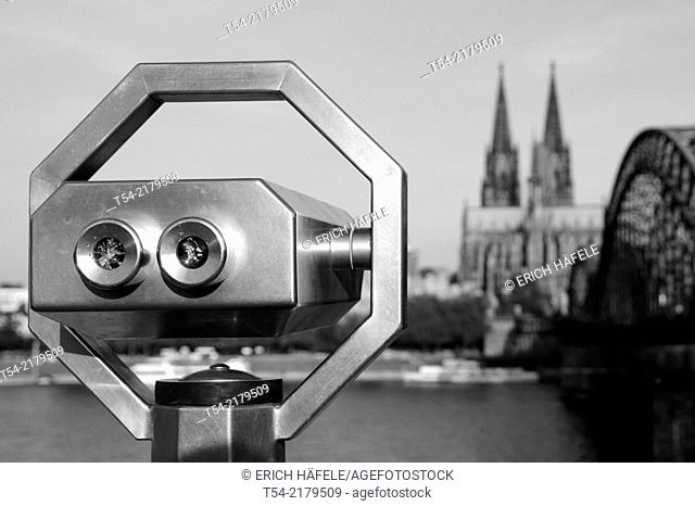 Binoculars overlooking the Cologne Cathedral
