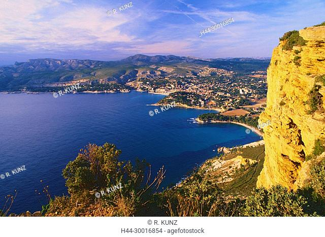 Cassis, town, Mediteranean sea, bay of Cassis, rocks, coast, Les Calanques, Bouches-du-Rhône department, Provence, France