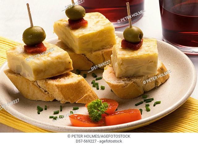 'Montaditos' of potato omelette