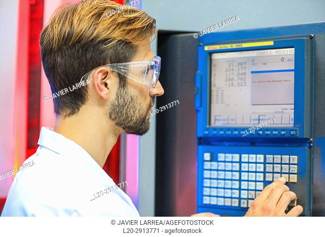 Machine tool for 5-axis milling, Researcher in machining center, Industry, Tecnalia Research & innovation, Technology and Research Centre