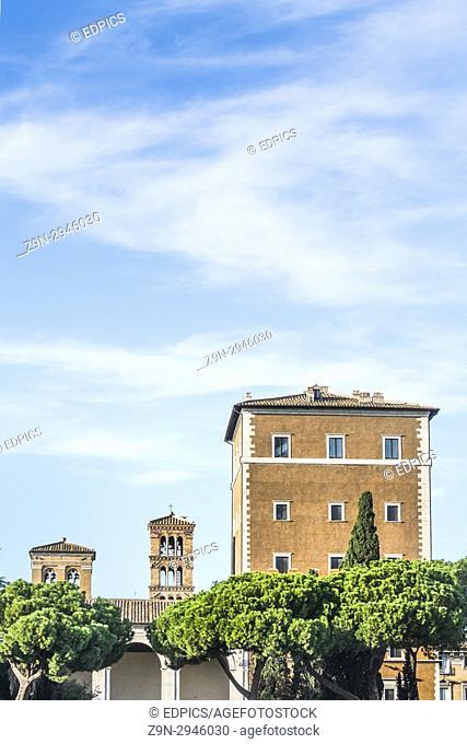 palazzo venezia seen from piazza venezia, rome, lazio, italy