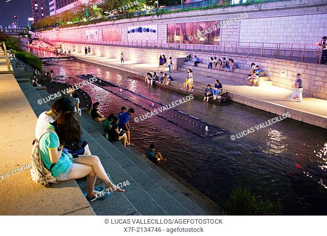 Cheonggyecheon Stream in Dongdaemun district, Seoul, South Korea