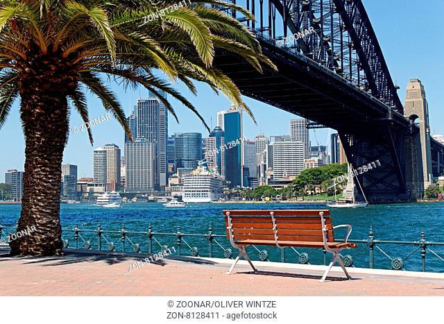 Harbour Bridge und Geschäftszentrum in Sydney (Australien) / Harbour Bridge and Central Business District in Sydney (Australia)