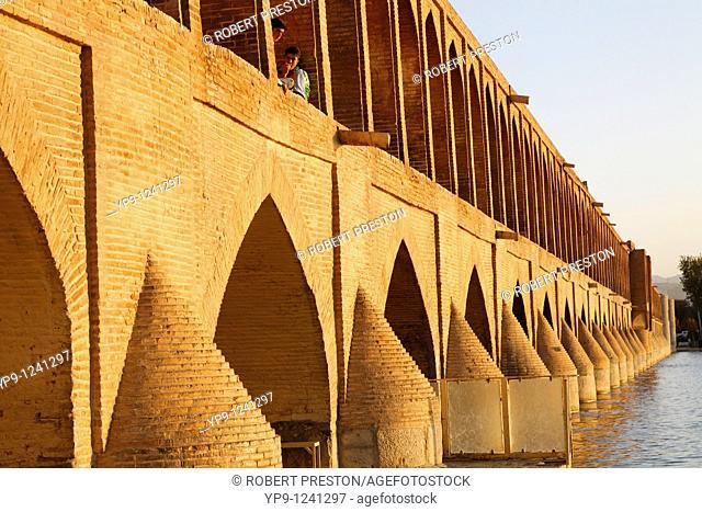 Iran - Isfahan - the Se-o-se bridge or Bridge of 33 arches