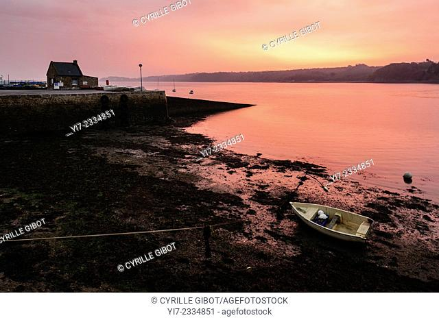 The harbour of Le Fret, a village on the Crozon Peninsula, at sunset, Finistere, Brittany, France