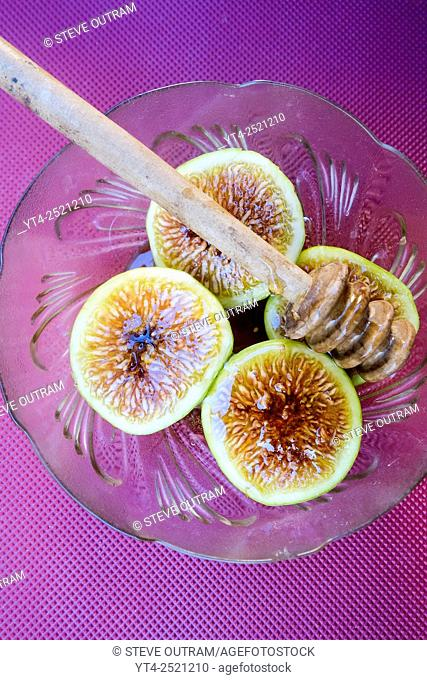 Greek Cuisine. Figs with Thyme Honey