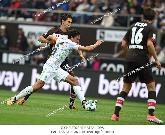 Bremen's Thomas Delaney (M) and St. Pauli's Johannes Flum vie for the ball during the test match between FC St. Pauli and Werder Bremen at the Millerntor...